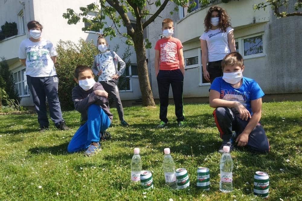 V času epidemije so »nevidni« šolarji, ki se soočajo z različnimi stiskami, pogosto pozabljeni