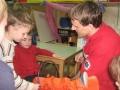 Otroci pomagajo pri imobilizaciji